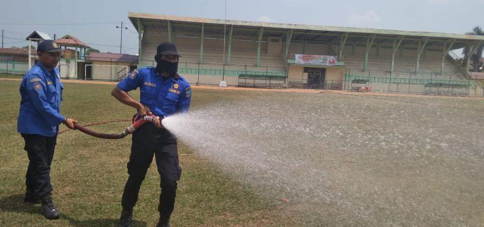 Penyiraman Di Lapangan Persitaj