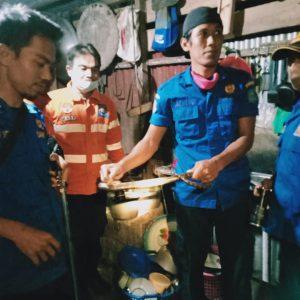 Evakuasi Ular di BTN Blok AB Rt.13