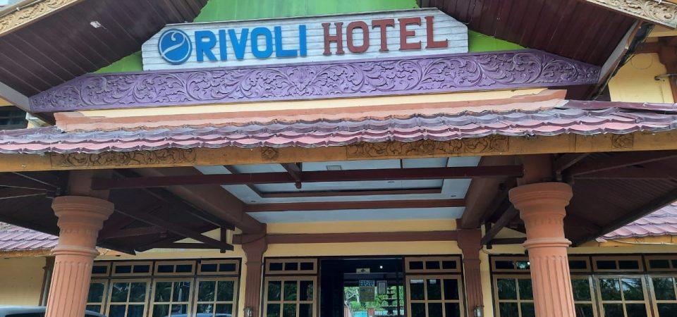 Evakuasi Ular di Hotel Rivoli